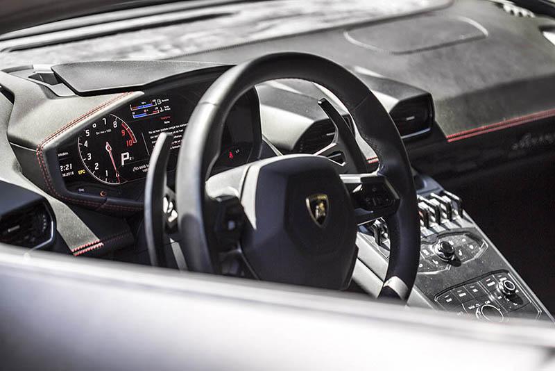 Lamborghini Huracan Ibiza Negro Interior